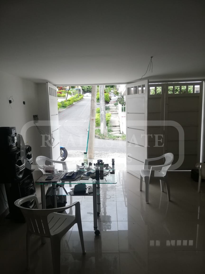 COD 191154 | LOCAL BARRIO FONTANA